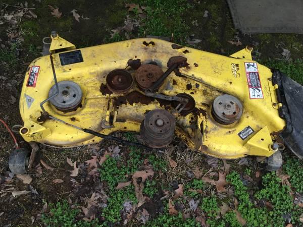 Photo John Deere 48quot commercial mower mulching deck - $100 (Redfield)