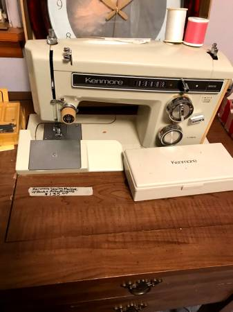 Photo Kenmore sewing machine in wood case and light runs great - $60 (North Little Rock)