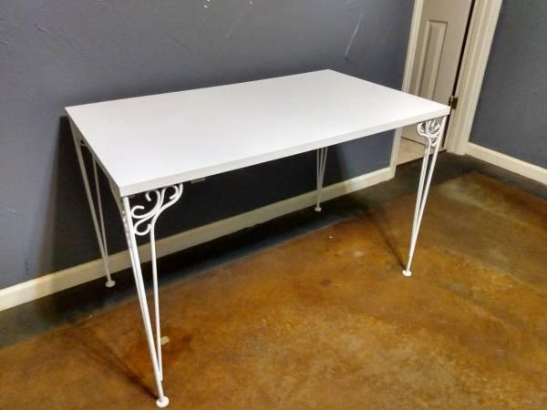 Photo Make Offer White Desk - $80 (West Little Rock)