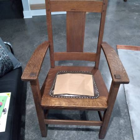 Photo Mission-style Chair - $40 (Little Rock)