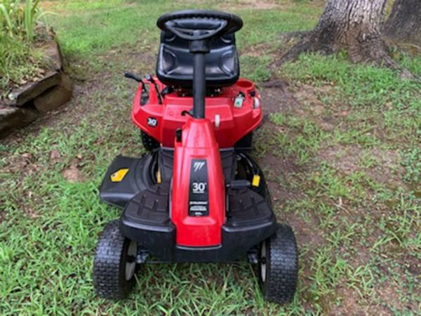 Photo Murray 30quot Riding Lawn Mower - $800 (Cabot)