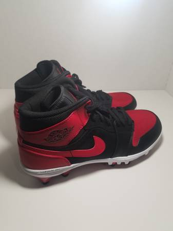Photo New Jordan 1 TD Mid Men39s Football Cleat, BlackVarsity Red Sz.11 - $100 (Bryant)