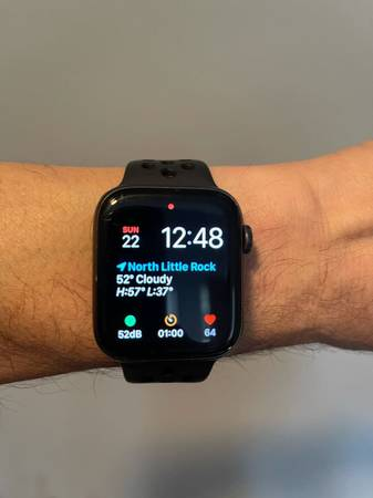 Photo Nike Apple Watch series 5 NIKE 44mm gpscell - $390 (north Little Rock)