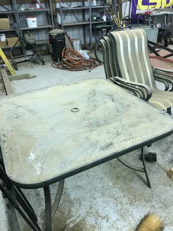 Photo Patio Table with Chairs - $25 (Dardanelle)