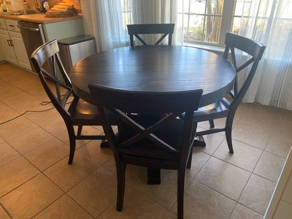 Photo Pottery Barn Dining Table - $1,000 (Cabot)