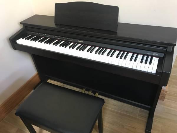 Photo Roland Digital Piano - $500 (Hot Springs)