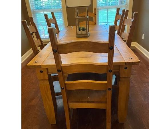 Photo Solid Pine Dinning Table  6 chairs by Pier 1 Import - $250 (Jacksonville)