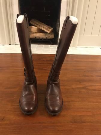 Photo Womens Born Boots - $75 (Little Rock)