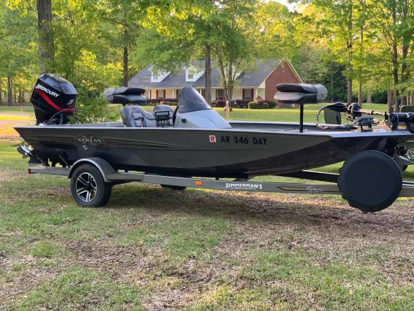 Photo Xpress h51 aluminum bass boat - $8000 (White Hall)