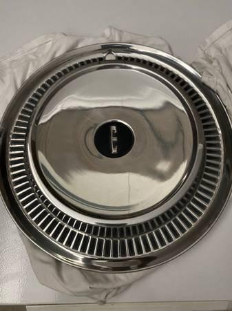 Photo 14 Edsel hubcap - $60 (Farmingville)