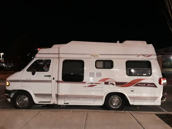 Photo 1997 CLASS B DODGE COAC HOUSE RV CAMPER VAN - $10 (JACKSON HEIGHTS ,NY)