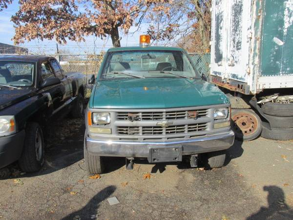 Photo 1997 chevy 3500 pick up 4x4 runs mint - $1200 (patchogue)