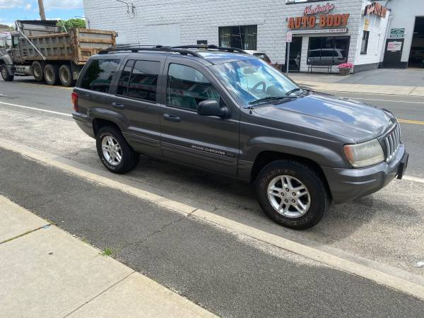 Photo 2004 Jeep Grand Cherokee TRAIL RATED special edition 4X4 6CYL Must see - $3000 (Bellmore)