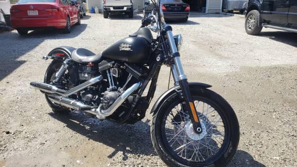 Photo 2017 Harley Davidson Dyna Street Bob, Repairable - $5,900 (Medford, NY)