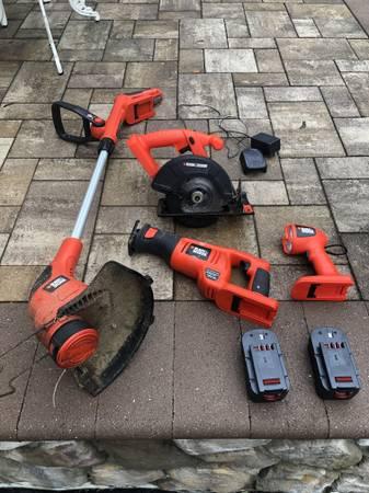 Photo Black and decker 18v tools weed whacker  2 saws  light  2 batteries - $110 (Farmingville)