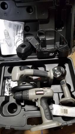 Photo CRAFTSMAN CORDLESS POWER TOOL SET WITH CASE  BATTERIES (long island)