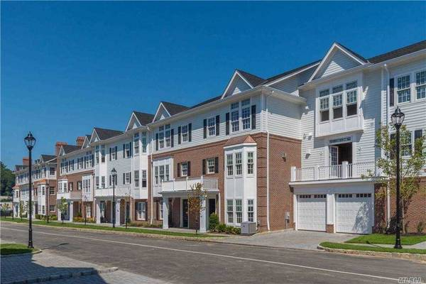 Photo Can you see it Condos in Roslyn. 3 Beds, 3 Baths (Roslyn)