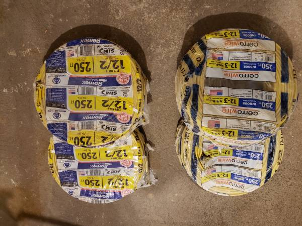 Photo Electrical wire 12-3 x 250 ft  12-2x 250ft - $270 (Hicksville)