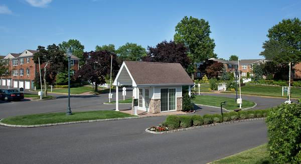 Photo FAIRFIELD VILLAGE AT COMMACK SECURITY SPECIAL. GRANITE, SS APPLI (Commack)