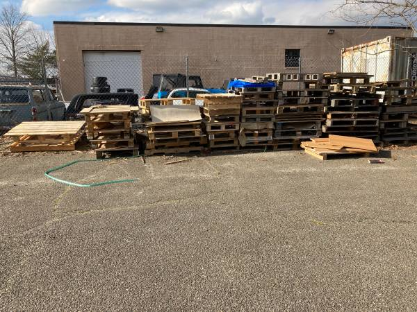 Photo Free wood pallets  Firewood (Ronkonkoma)