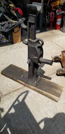 Photo HEAVY LIFTING JACKS, HOUSE JACK, RAILROAD JACK,HEAVY EQUIP JACKS (NNJ)