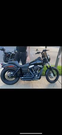 Photo Harley Davidson 2012 Dyna Street Bob - $10,500 (Levittown)