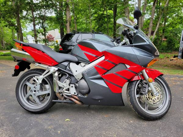 Photo Honda VFR 800 Sport Bike - $4,200 (Port Jefferson Station)