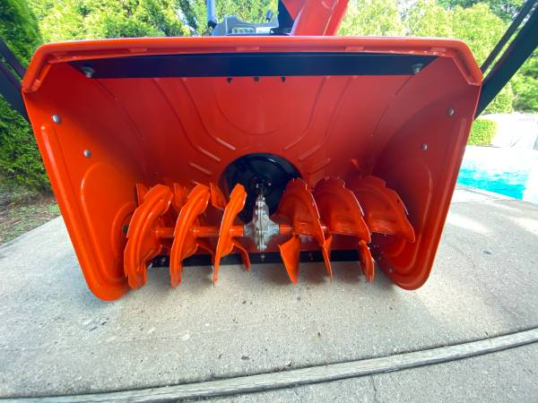Photo Husqvarna 2-stage, 30quot, 342cc Hydro Electric Start Snow Blower - $900 (Miller Place, NY)