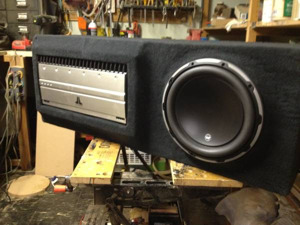 Photo JL AUDIO Custom subwoofer and lifier box for Range Rover sport - $1100 (Nassau County)