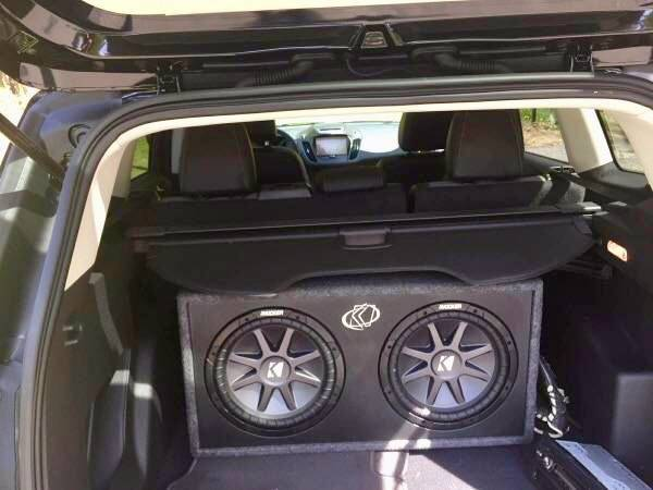 Photo Kicker 12 subs subwoofer car audio soundstream alpine rockford pionee - $400 (Yaphank)