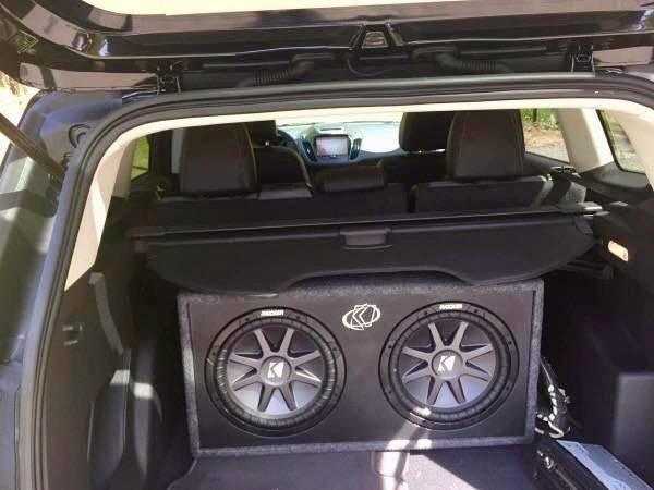 Photo Kicker 12 subs subwoofer car audio soundstream alpine rockford pionee - $400 (Yaphank)
