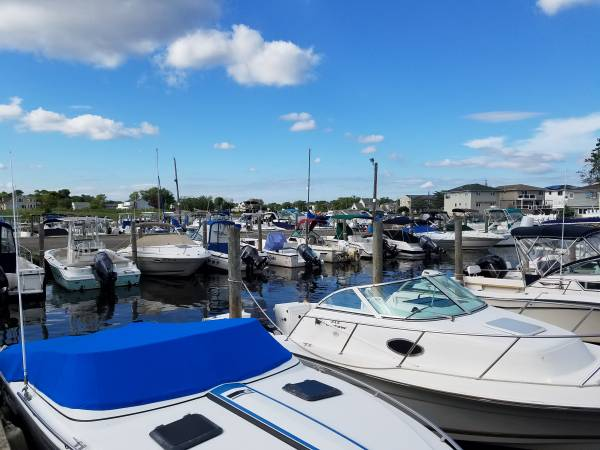 Photo LET US SELL YOUR BOAT - $1 (West Babylon)
