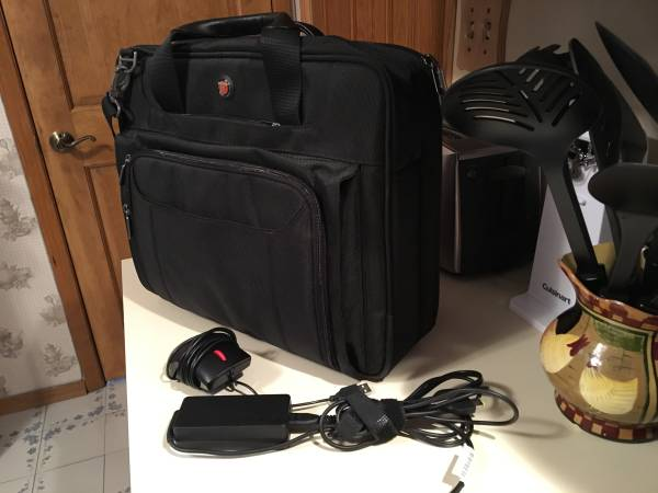Photo Laptop Bag (Like New) - Black Nylon with Mouse and Power Cord - $30 (West Hempstead)