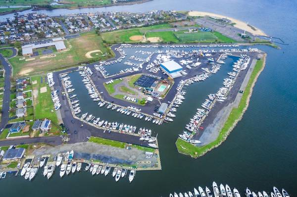 Large Boat Slip for Sale in Anchorage Yacht Club (Lindenhurst)
