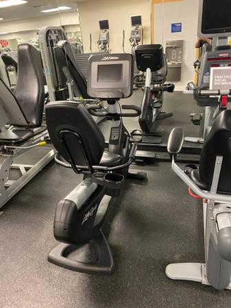 Photo Life Fitness 95 SI Discover Recumbent Bike - $799 (Huntington Station)