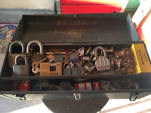 Photo Locksmiths Tool Chest - Metal Tool Box Containing 20 Locks, etc. - $150 (West Hempstead)
