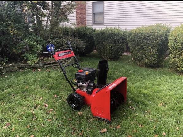 Photo MINT Yard Machines Compact 24 2 Stage Snow Blower with Electric Start - $500 (Huntington)