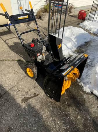 Photo MTD Yard Machines Snowblower - $350 (Shirley)