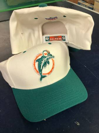 Photo Miami Dolphins Reebok Alt Crown Retro Cap - $10 (Port Jefferson)