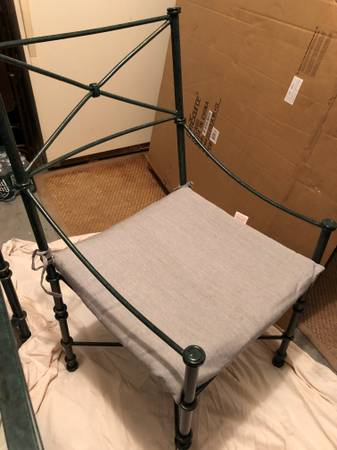 Photo Pier one dining table with four chairs - $100 (Long Beach)