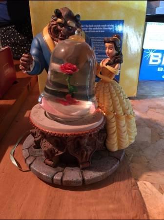 Photo Rare 1991 Disney Beauty And The Beast Musical Rose Snowglobe Retired - $100 (North Babylon)