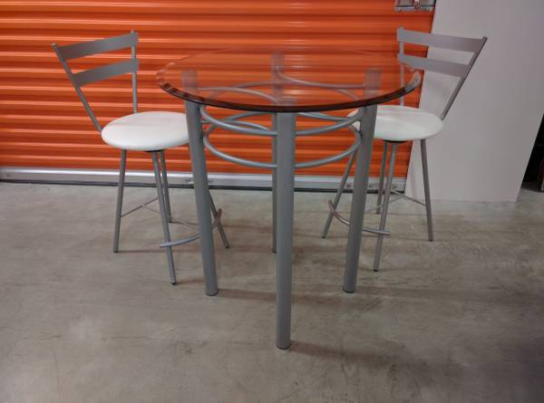 Photo Round Beveled Glass Silver Metal Table 2 Swivel Bar StoolsChairs New - $495 (Farmingdale, NY)
