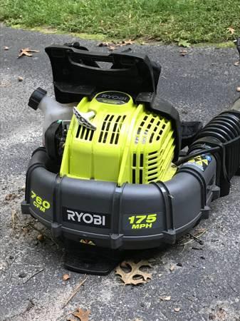 Photo Ryobi 175 MPH 760 CFM 38cc Gas Backpack Leaf Blower - $60 (MANORVILLE)