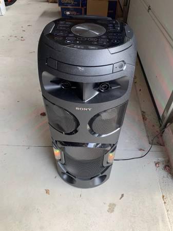 Photo Sony MHC V71 Speaker (BARLEY USED) - $450 (Wading River)