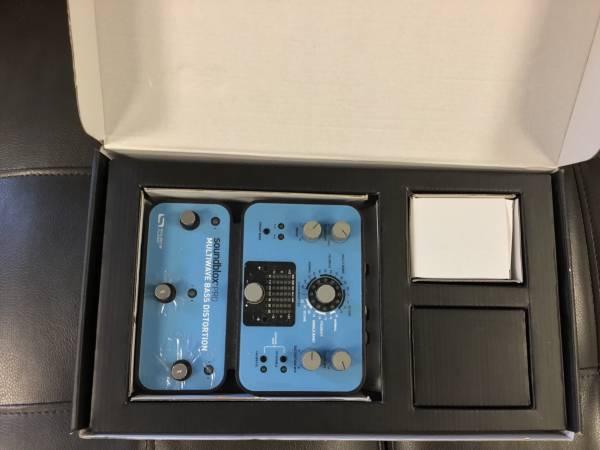 Photo Soundblox Pro bass distortion box - $150 (Centereach)