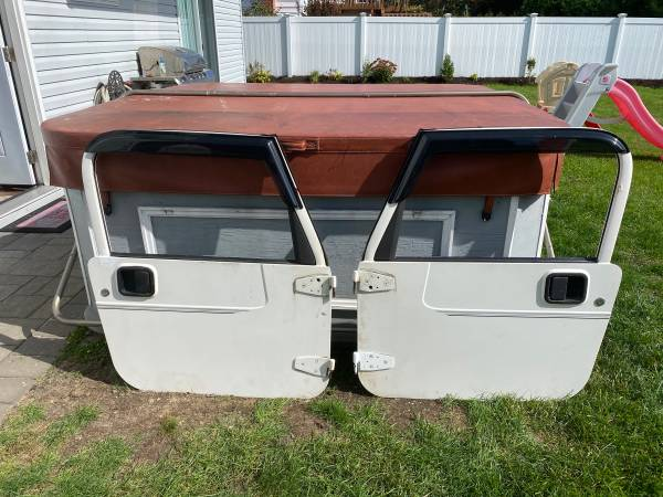 Photo Stone white Jeep Wrangler TJ LJ OEM FULL DOORS 1997 - 2006 - $499 (West Islip)