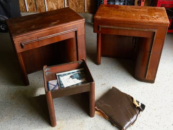 Photo TWO SINGER SEWING MACHINES WITH EXTRAS - $500 (Yaphank)
