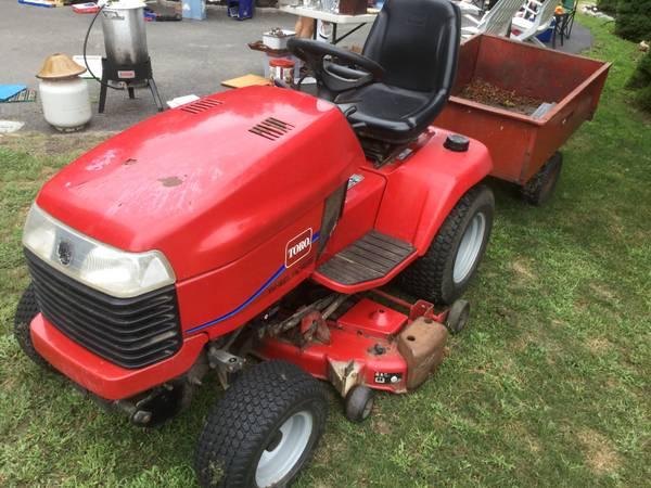 Photo Toro  Wheel Horse 520XI , 21 hp hydrostatic tractor - $1,500 (Westhton Beach)