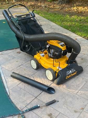 Photo Used Cub Cadet CSV 070 1.5 in. 159cc Self-Propelled Gas Chipper Vacuum - $550 (STONY BROOK)