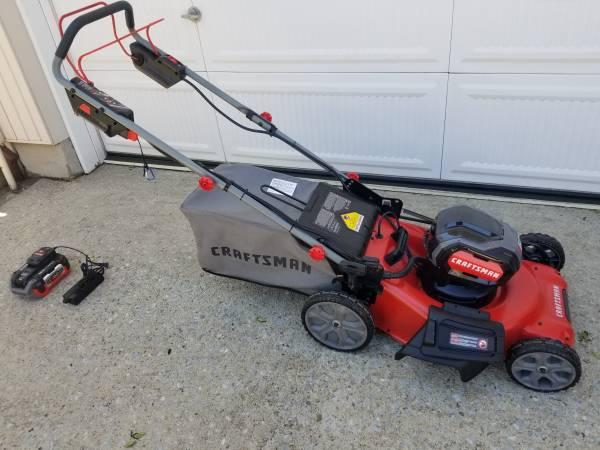 Photo mower RWD Vari Speed Brand New Craftsman V60 lawn mower mint condition - $400 (Oceanside)
